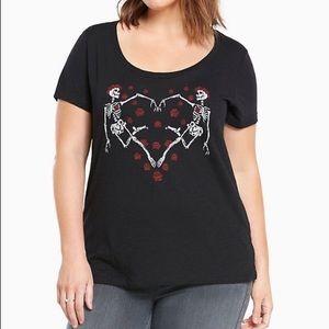 Torrid skeleton heart tshirt 00 (m/L)